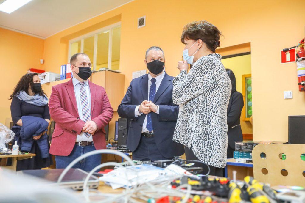 Wizyta Łódzkiego Kuratora Oświaty, pracownia komputerowa